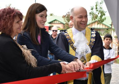 VIPs-cutting-the-ribbon